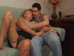 Dominando la imitación británica de la xnxx mujeres casadas parte inferior de la sala de estar del grupo