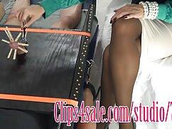 Chica videos caseros de hostales asiática con grandes tetas de silicona cubierta con una gran cara negra.