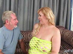 Hermosa Abeja muestra hermosos pechos y casada sexo casero dedos.